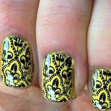 Arabesque stamp nail art by FRANCESCA SPORTELLA