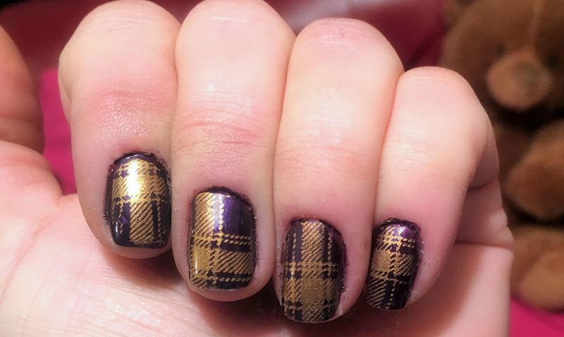 Houndstooth stamp nail art by FRANCESCA SPORTELLA