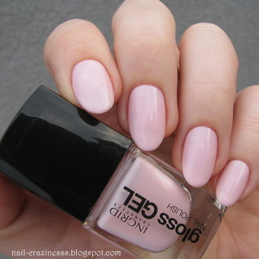 Ingrid 530 Swatch by Nail Crazinesss