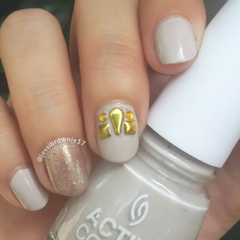 Gold Bling nail art by Jessi Brownie (Jessi)