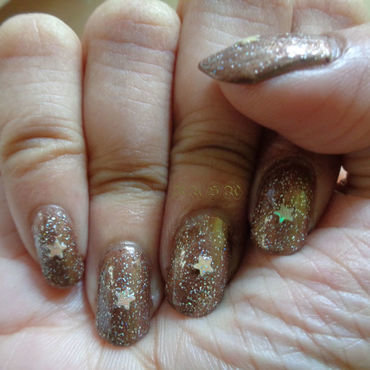 Glittery nail art by Rusa