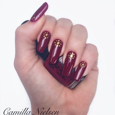 Red Sun  nail art by Camilla Nielsen