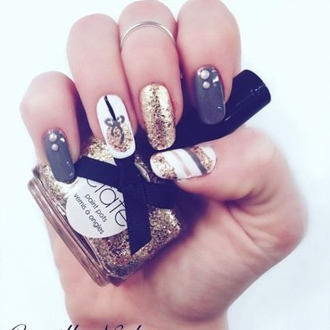Christmas ornament nail art by Camilla Nielsen