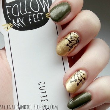 Gold Fern nail art by StyleNailsAndYou
