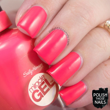 Sally hansen electric pop bright coral swatch 3 thumb370f