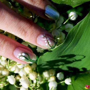 Lily of the Valley / May 1st nail art by i-am-nail-art