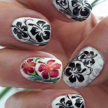 Hibiscus nail art by Barbouilleuse