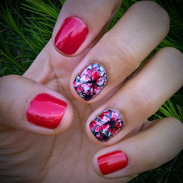 Black, White and Red  nail art by Avesur Europa