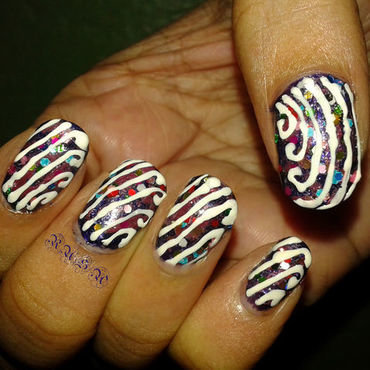 Glitter and stripes nail art by Rusa