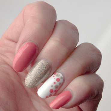 Curveballs and dots nail art by What's on my nails today?