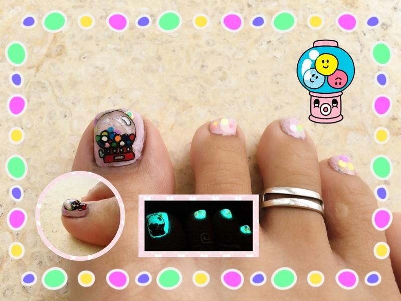 bubblegum dispenser nail art by Idreaminpolish