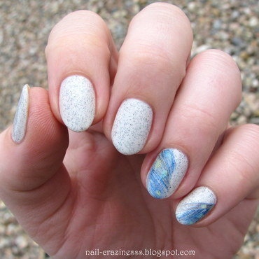 Delicate feathers nail art by Nail Crazinesss