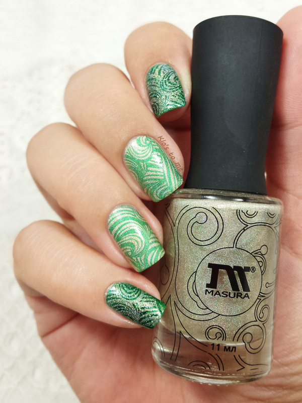 Green and gold nail art by klo-s-to-me