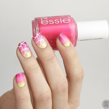 Essie summer gradient nails with nail vinyls 2 thumb370f