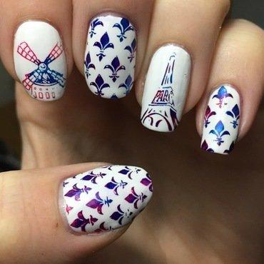 Paris, mon amour nail art by Meggy