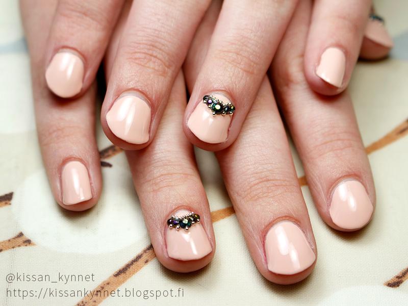 Peach Graduation Nails nail art by Yue