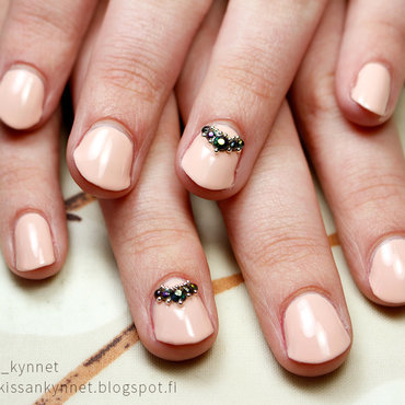 Peach Graduation Nails nail art by Yue
