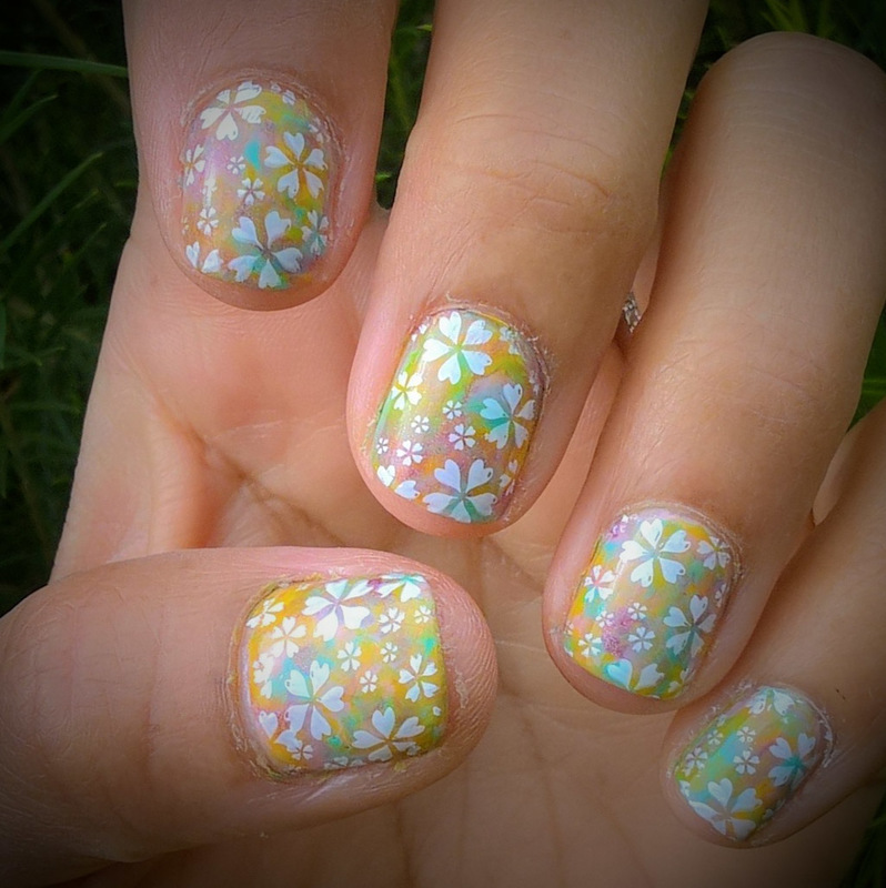 #smooshynailsunday & White Flower Power  nail art by Avesur Europa