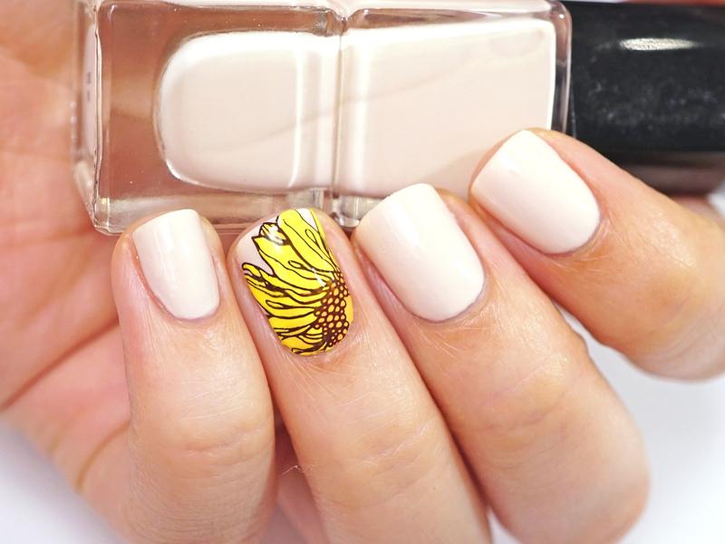 Sunflower nail art by Moriesnailart