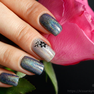 Holo powder with flowers nail art by Yue