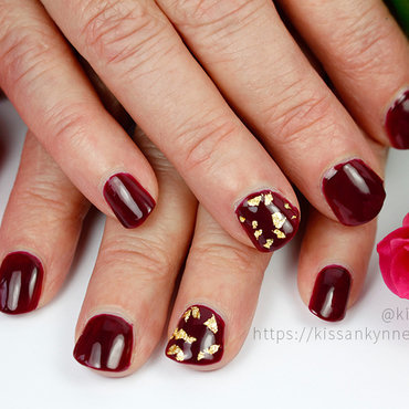 Simply Elegant nail art by Yue