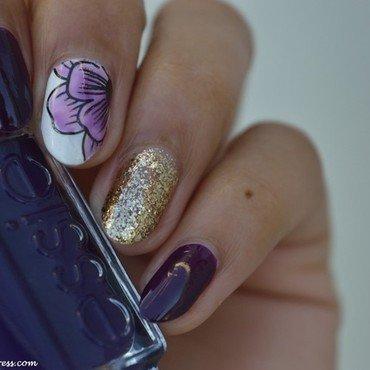 Accent nail floral nail art by MimieS Nail
