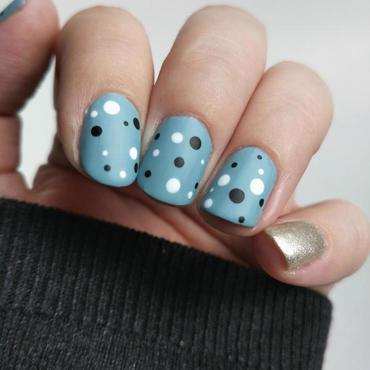Yayoi Kusama Dotticure nail art by Salla Hietanen