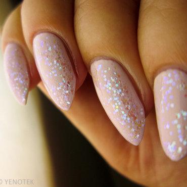 Sparkling glitter nail art by Yenotek