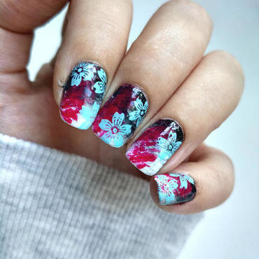 Bloody Fanbrush with Stamping nail art by Salla Hietanen