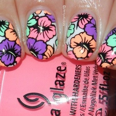 #5yearsplentyofcolors Floral nail art by Plenty of Colors