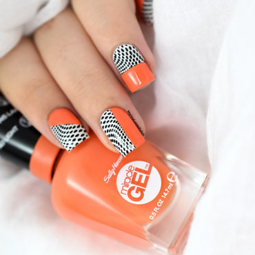Color block nail art tutorial sally hansen 620 tribal sun 20 4  thumb370f