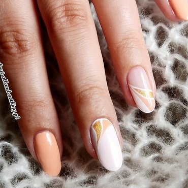 Pastely negative space nail art by Kasia