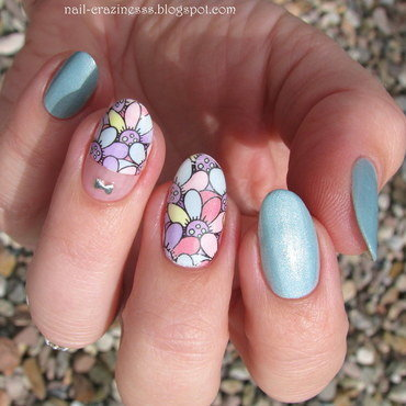 Girly flowers nail art by Nail Crazinesss