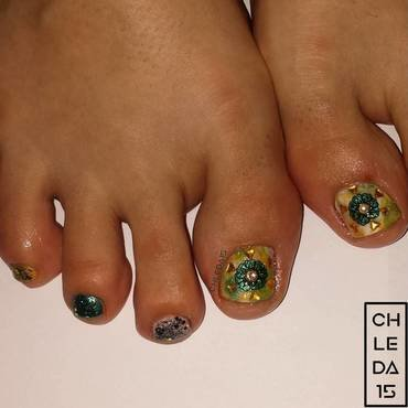Sunny Flower Rays  nail art by chleda15