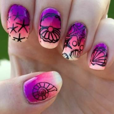 Tropical nail art by Meggy