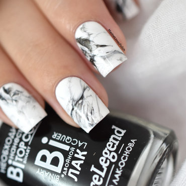 Easy marble nail art by Marine Loves Polish