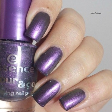 Essence where is the party Swatch by irma