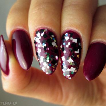 Glitter over claret nail art by Yenotek