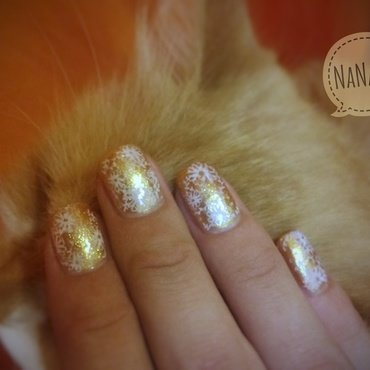 Gold flowerfield nail art by NaNails
