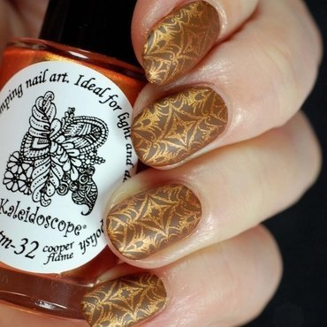 Brown and copper nail art by Yasinisi