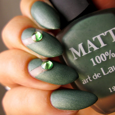 Negative space over matte green nail art by Yenotek