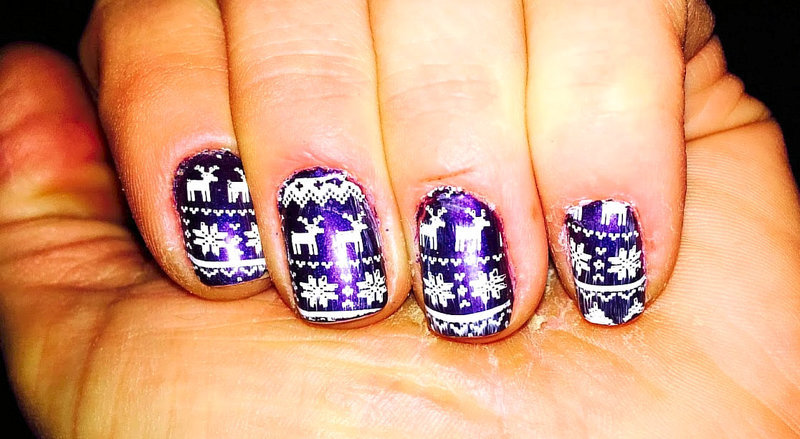 REINDEER AND SNOWFLAKES nail art by FRANCESCA SPORTELLA