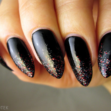 MUR glitter nail art by Yenotek