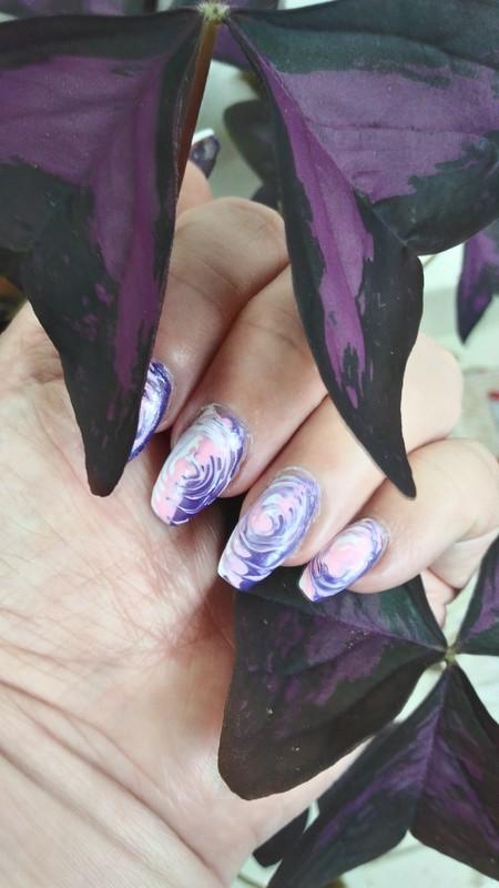 Swirls, swirls... nail art by tigerlyly