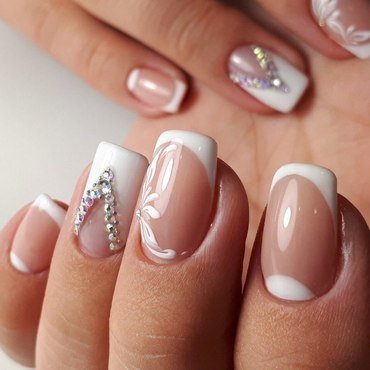 white flower nails nail art by beautybigbang