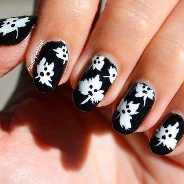 spOOky Leaves Nail Art  nail art by NailsContext
