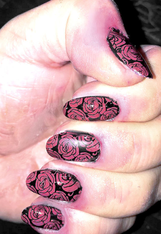 AUTUMN ROSES nail art by FRANCESCA SPORTELLA