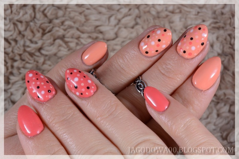 Dots, dots, dots... nail art by Jadwiga