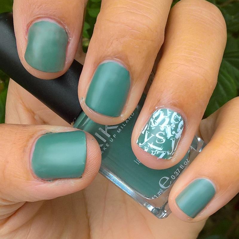 Blackboard Green Swatching nail art by Avesur Europa