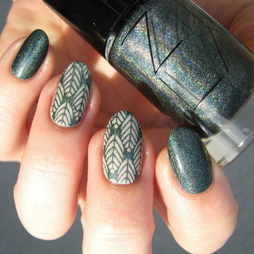 Emerald leaves nail art by Nail Crazinesss